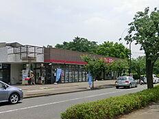 グルメシティ鶴川緑山店まで389m