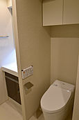 こちらは、システムトイレの写真です。嬉しいウォシュレット機能付