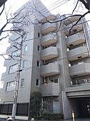 グレーのタイル張りがすっきりとした印象の鉄筋コンクリート造8階建てマンションの6階部分のご紹介です。