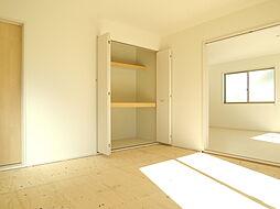 2階8帖洋室に...