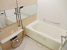 スタイリッシュな浴室で1日の疲れをゆったり癒されるのもいいですね。