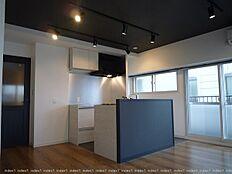 リノベーションで室内一新 キッチンはアイランド型