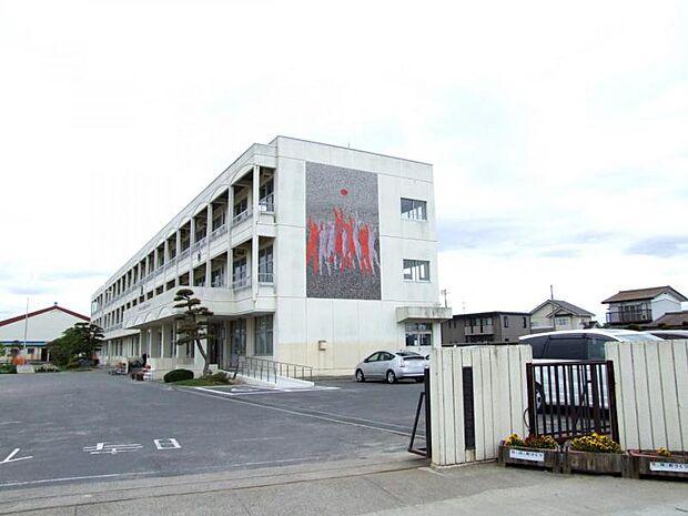 逢隈中学校 徒歩4分 270m