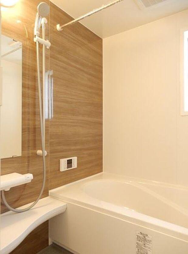 写真は同施工会社のものです。浴室乾燥機付きで雨の日のお洗濯も安心です。