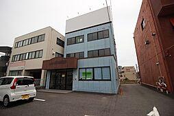 ハウスドゥ半田店です当社は名鉄「成岩駅」西へ徒歩3分。成岩中学校東側にございます。大型駐車場も完備しておりますので、お車でお越しの方もお気軽にご来場くださいませ