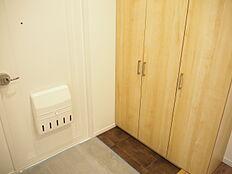 玄関にはシューズBOXがあり、散らかりがちな玄関もスッキリ収納できそうですね。