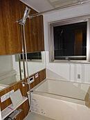窓のあるバスルーム/新規交換済・浴室換気暖房乾燥機付
