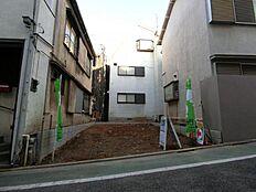 近隣には高層の建築物が少ない環境です