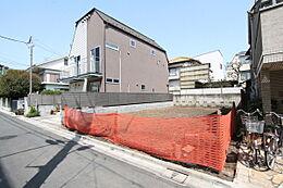 大田区中央の閑静な住宅街。二世帯住宅にも適した地型のよい物件