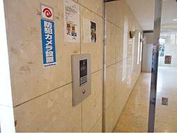 オートロック、防犯カメラ付きでセキュリティ面も安心のマンションです。