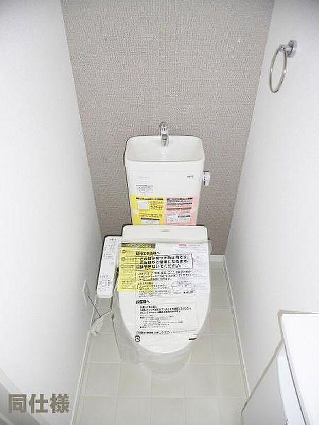 1号棟同仕様:トイレ トイレには快適な温水洗浄便座付き