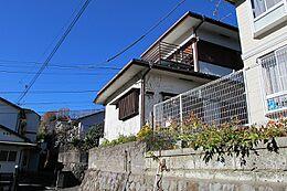 高尾駅から徒歩圏内の売り土地です。ばすの