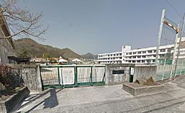 菅生小学校まで750m(徒歩10分)