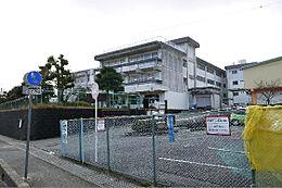 日立市立塙山小学校(464m)