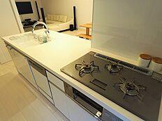 ビルトイン食洗機付きシステムキッチンで家事の負担を減らします