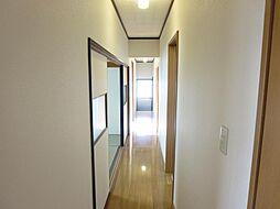 1階の廊下を階...