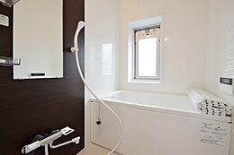 浴室も新規交換済み。窓も有りついつい長湯になってしまうかも。