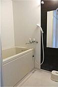 シンプルで使いやすいバスルームです。