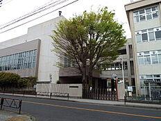 羽村第二中学校まで400m、中学校羽村第二中学校までは徒歩8分です。