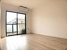 居室 どの部屋にいても明るい日差しを感じられます。