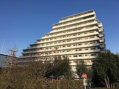 1986年1月竣工。総戸数467戸ビッグコミュニティマンション。
