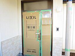 玄関ドアはこれ...