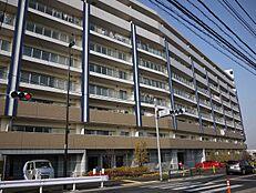 12階建てマンションの最上階のため、眺望・陽当り良好です。また、共用施設も充実しております。