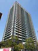 地上27階 総戸数398世帯の大規模タワーマンション。ホテルライクな内廊下設計でプライバシーに配慮された設計。共用設備も充実です。