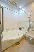 浴室換気乾燥機付きで雨の日のお洗濯も安心して干せます。