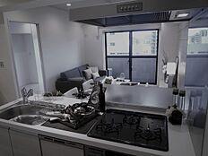 コミュニケーションを大切にできる 対面式キッチン室内も明るく開放的です