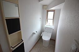 トイレは1階、2階にございます。