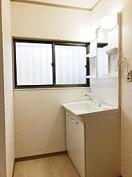 洗面スペースもしっかり取れております。