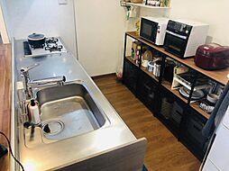 キッチンです収納を置くスペースも十分確保できます