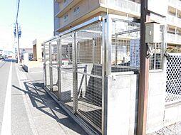 ゴミステーションはマンションの敷地内に設置してあります。