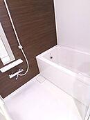 新規交換のバスルーム。浴室乾燥機付きが嬉しいです。