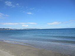 歩いて3分で海...