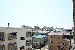 「バルコニーからの眺望」東京スカイツリーを望む開放感のある眺望。気持ちよい朝が迎えられます。