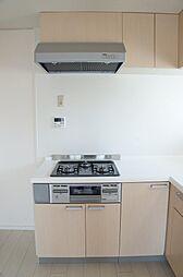 L字型システムキッチン 3口コンロで調理も広々
