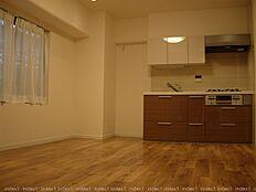 角住戸にてどのお部屋にも窓あります ダイニングキッチンは8.5帖