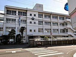 「雄新中学校」...