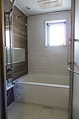バスルーム/浴室換気乾燥機・追い焚き機能付き、窓が有り明るく換気も十分