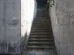 こちらの階段か...