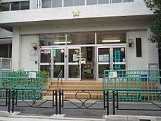 小学校文京区立柳町小学校まで678m