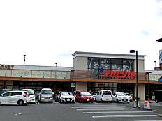 バイパス近くのスーパー「フレスタ波出石店」営業時間 9:00~22:00です。 徒歩 約2分(約110m)