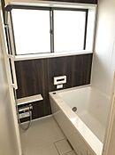 風呂 ユニットバス交換済大きな窓があるので喚起も出来ます。