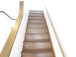 階段はクッショ...