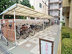 屋根つき駐輪場完備