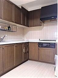 現状はL型キッチンがついています。リノベならではのタイルや照明にこだわったキッチンスペースを女性デザイナーがご提案します。H29.11月