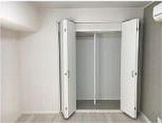 洋室にはクローゼットがあります。当日のご内見可能・お電話にてお気軽にお問い合わせください。フリーダイヤル0120-102-588までご連絡お待ちしております。
