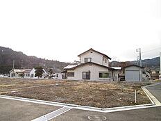 敷地面積は約55坪ございます。